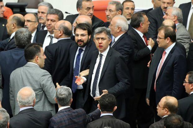HSYK Görüşmeleri Sırasında Meclisteki Kavga Görüntüleri